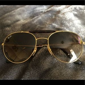 Ray ban glasses! They are for men and women